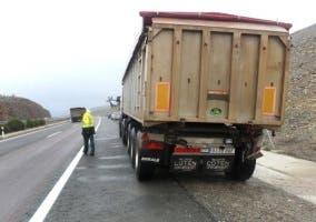 Camión detenido.