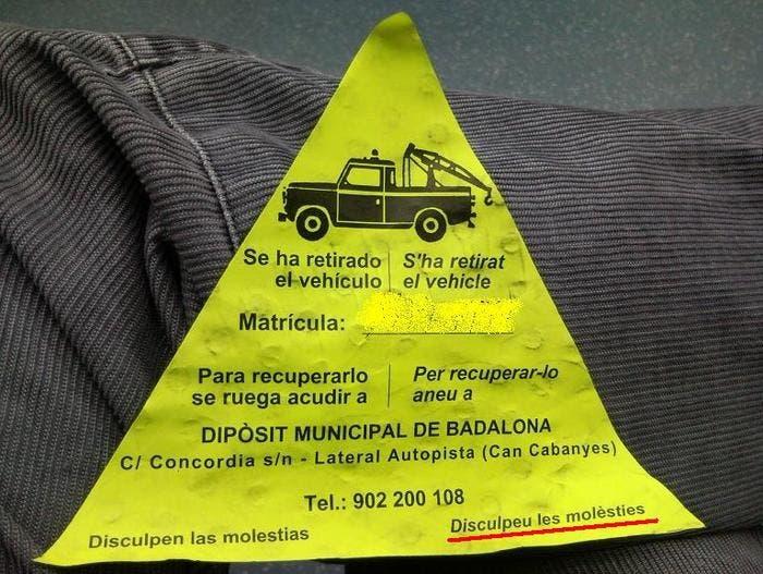Pegatina de retirada de vehículo por grúa