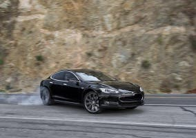 Tesla Model S haciendo drift