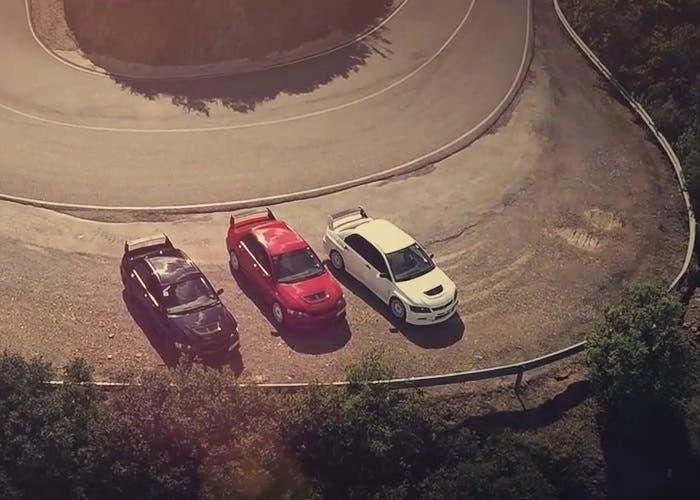 Tres Evolution aparcados