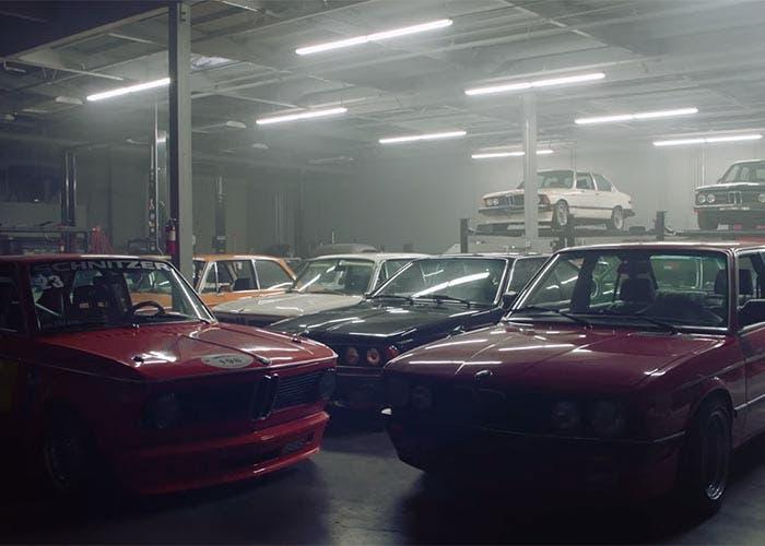 Garaje privado con 45 BMW clásicos