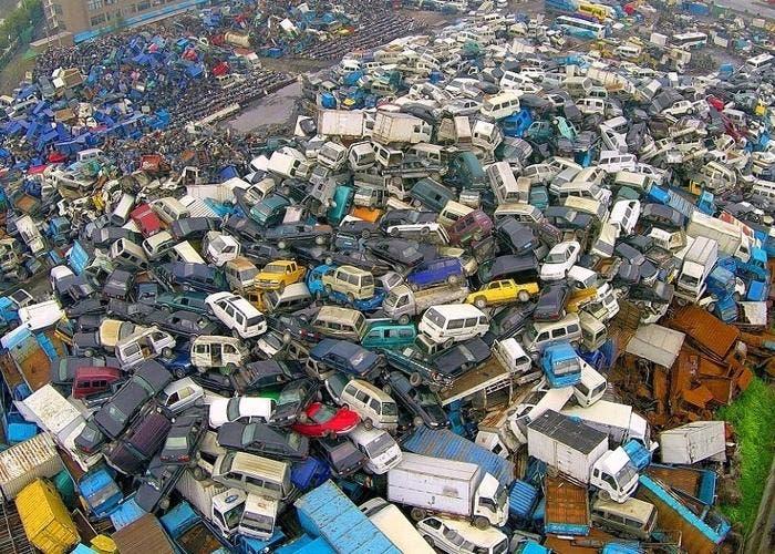 Cementerio de coches en China