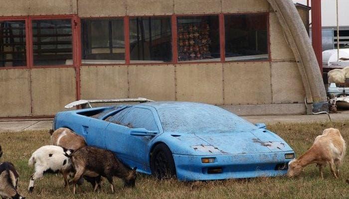 Lamborghini abandonado
