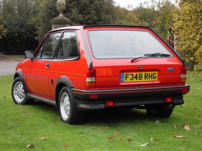 Fiesta XR2 de color rojo