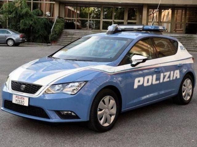 seat muestra por qu merece ser proveedor de los coches de la policia italiana. Black Bedroom Furniture Sets. Home Design Ideas