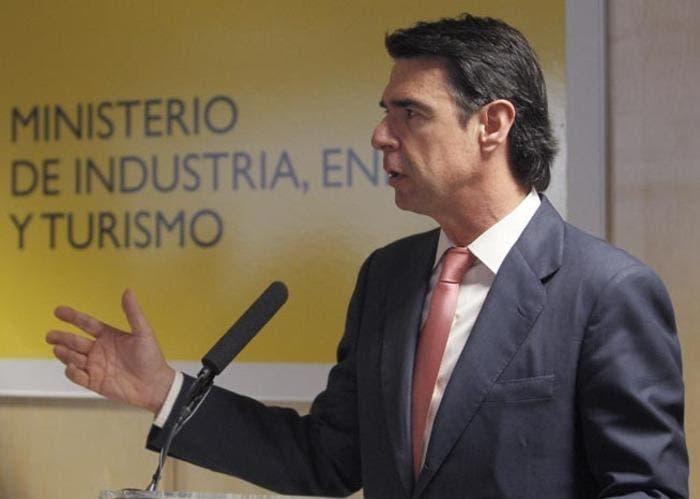 EL MINISTRO DE INDUSTRIA