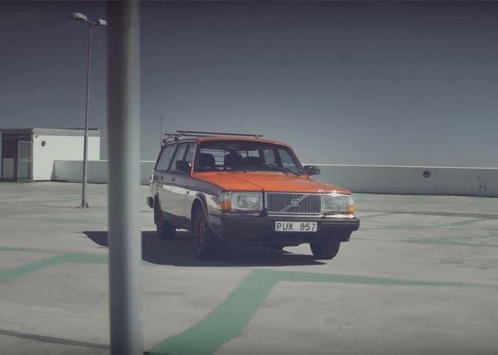 Anuncio de venta de un Volvo 240 antiguo