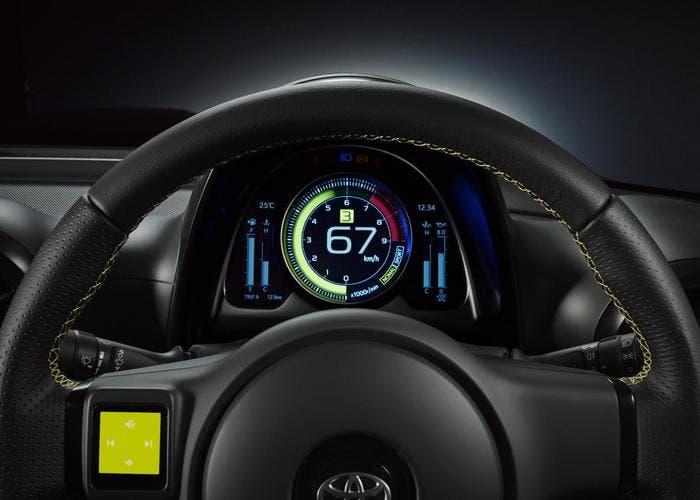 Volante y tablero digital - Toyota S-FR
