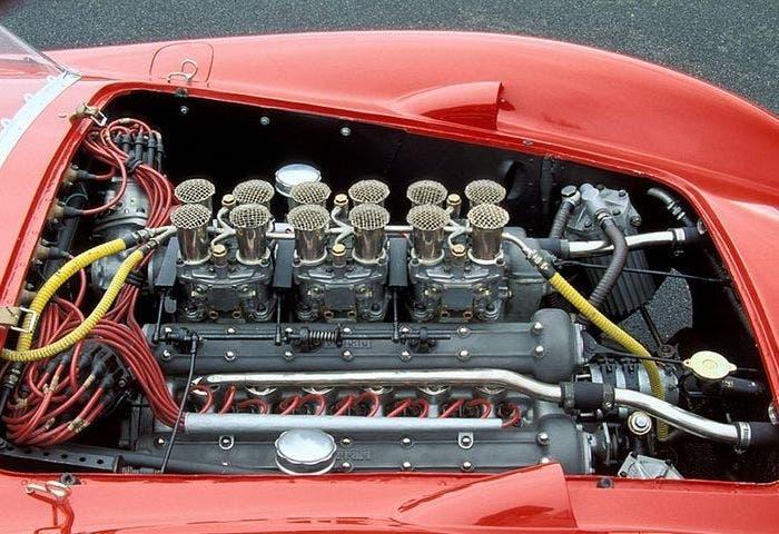 Ferrari 335 Sport Scaglietti motor