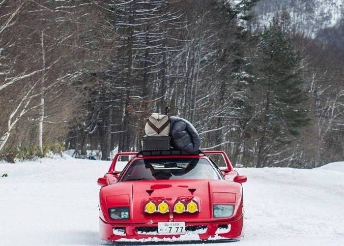 Ferrari F40 NIEVE