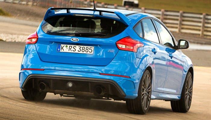 Ford-Focus_RS-2016-drift