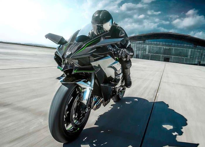 kawasaki h2r, la moto capaz de superar los 400 km/h en un puente