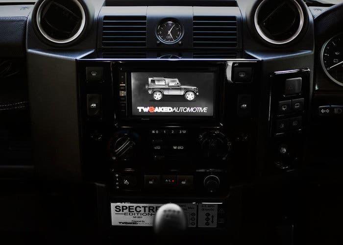 Land Rover Defender Spectre 07