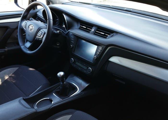 Interior del Toyota Avensis 150D Advanced