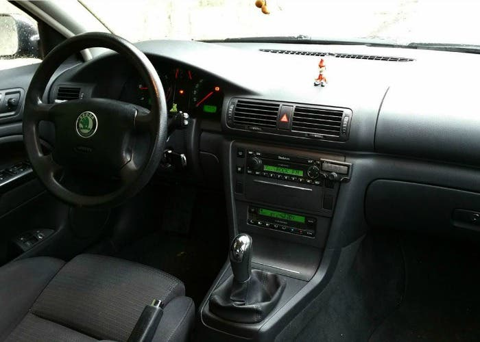 Interior del Skoda Superb de 2004
