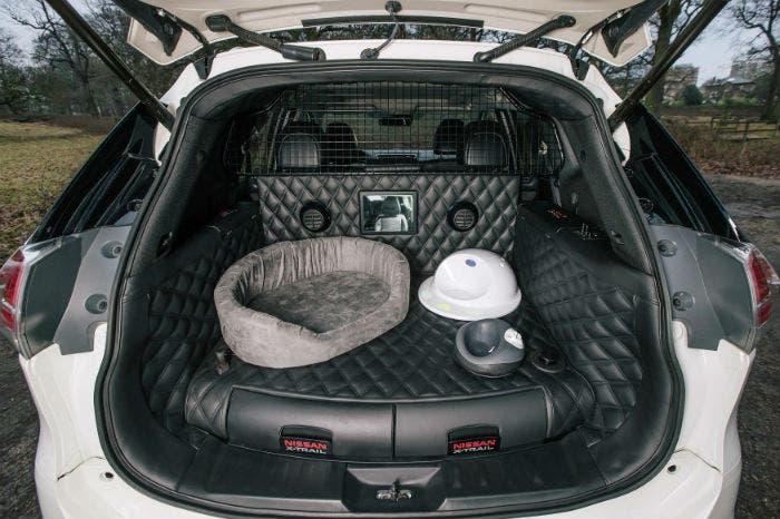 Nissan_X_Trail_4Dogs_maletero
