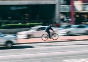 ciclista coche