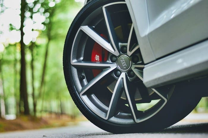 rueda de vehiculo audi