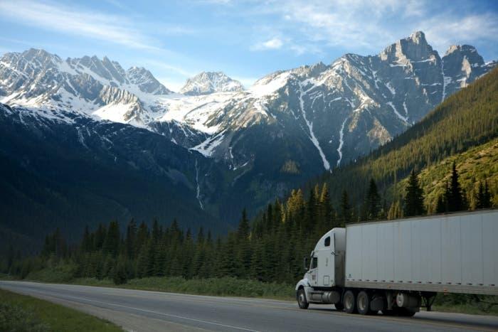 camión en las montañas